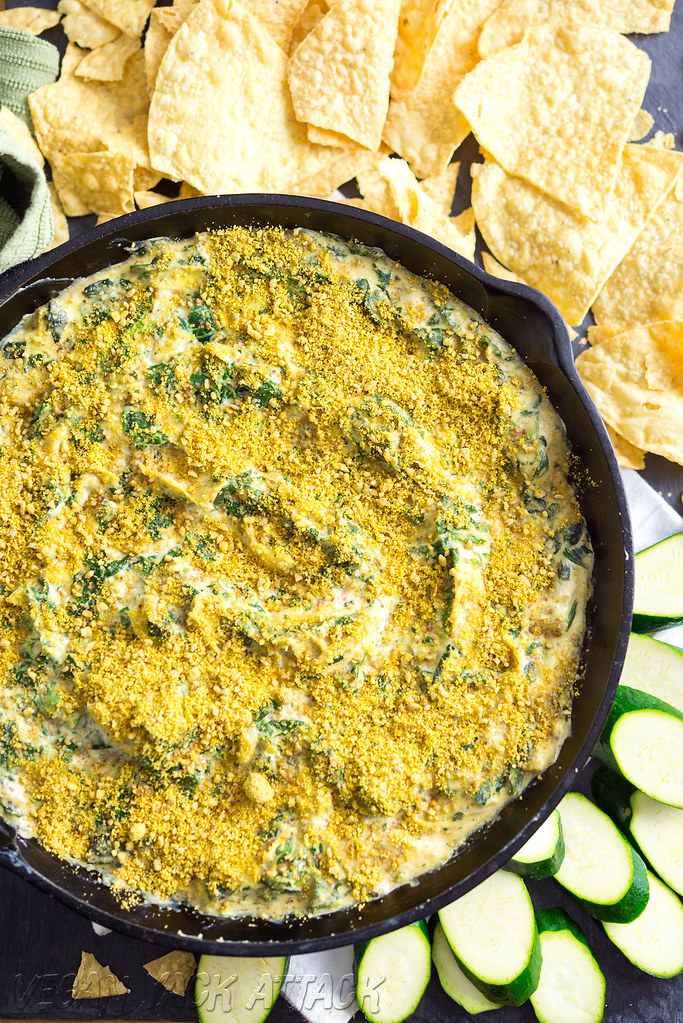 Insanely rich and creamy Spinach Artichoke Dip from Minimalist Baker! Quick and easy recipe, too. #vegan #glutenfree