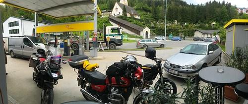 Obligater Tankstellenhalt in Bad Eisenkappl