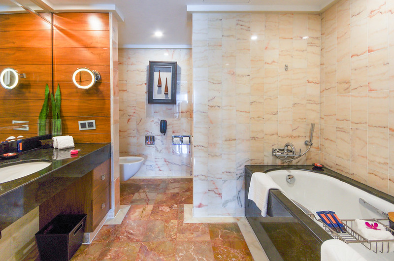 bathroom of the marina bay suite - mandarin oriental singapore