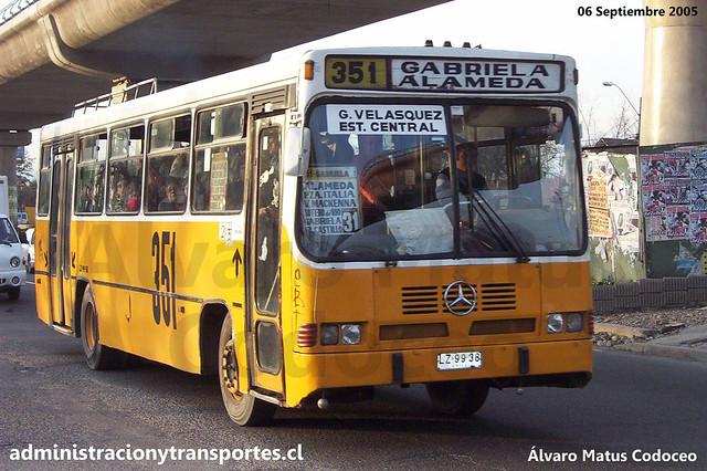 Micro Amarilla 351 | Cuatro Ases Metropolis / Mercedes Benz - LZ9938