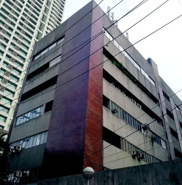 concrete and brick building