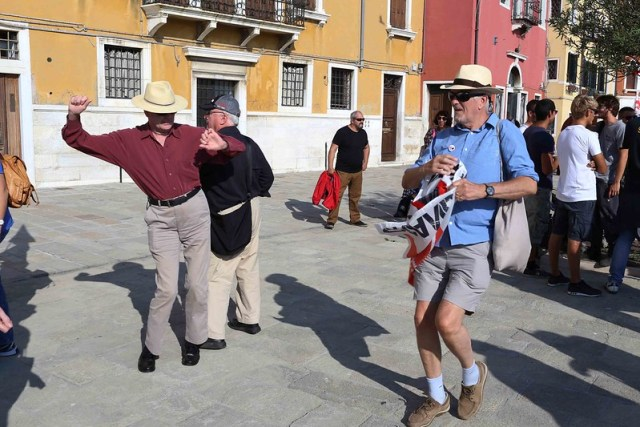 City Moment – On Rudely Greeting the 'Horrid' Big Ship Tourists, Venice