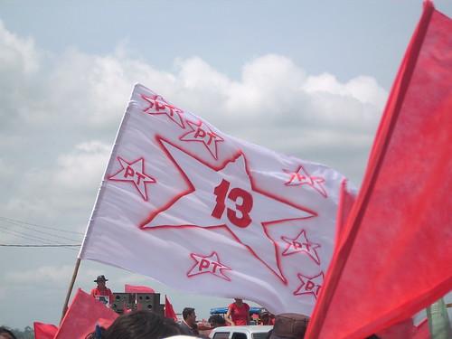 Bancada do PT na Câmara deve cair pela metade em 2019, foto bandeira do PT