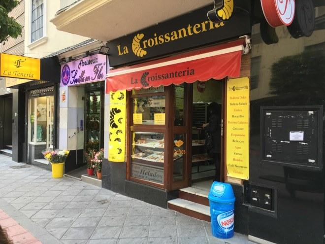Croissanertia