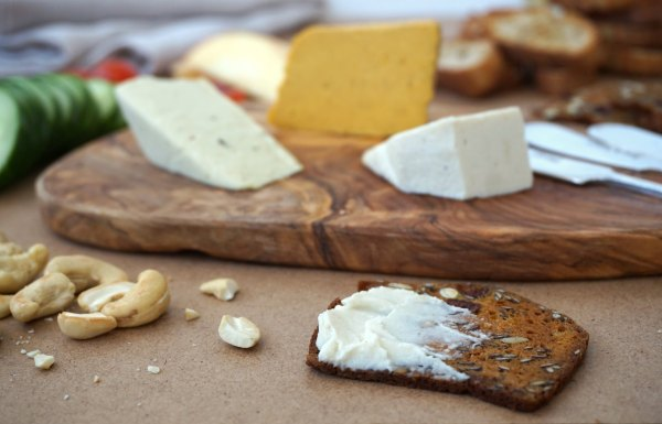 Nuts For Cheese Brie on Cracker | thelittleredspoon.com