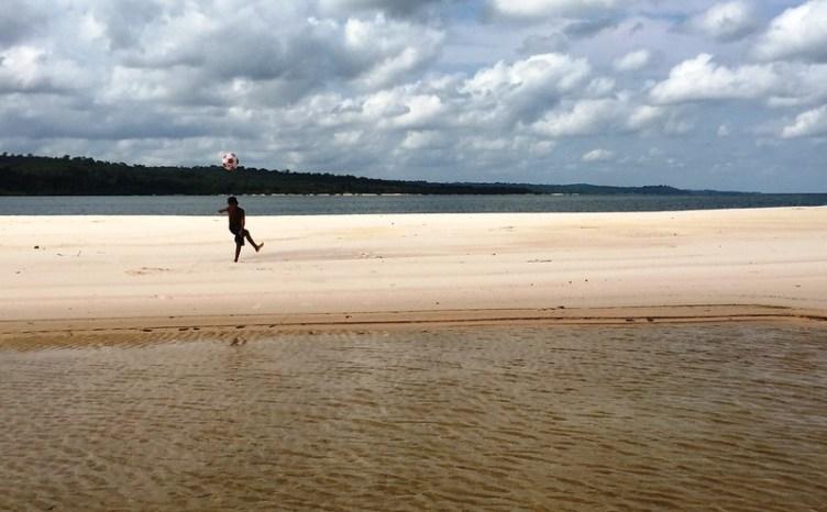 olhar do editor. foto - Jeso Carneiro. Praia de Maguari, em Belterra