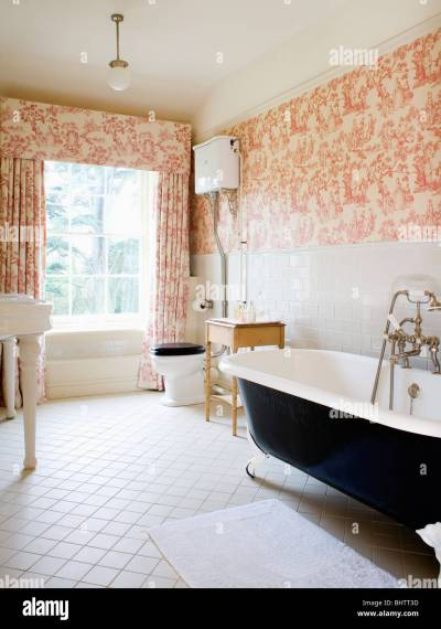 Pink Toile-de-Jouy curtains and matching wallpaper in country Stock Photo, Royalty Free Image ...