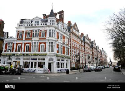 Carluccios restaurant in St John's Wood High Street in London NW8 Stock Photo: 54754279 - Alamy