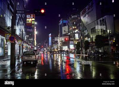 Night street after rain with beautiful light of cafe and shopes Stock Photo: 122587047 - Alamy