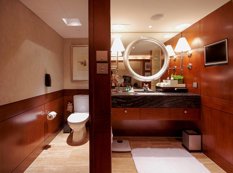 vanity area and toilet - mandarin oriental hong kong
