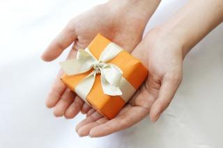 キャバ嬢がお客様からプレゼントを頂く際の注意点