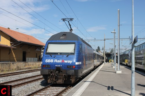 SBB Re 460 050-8 mit dem AIR14-Extrazug Corcelles Nord–Bern in Murten