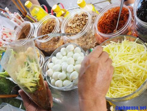 Hướng dẫn cách làm bánh tráng trộn Sài Gòn ngon đúng điệu