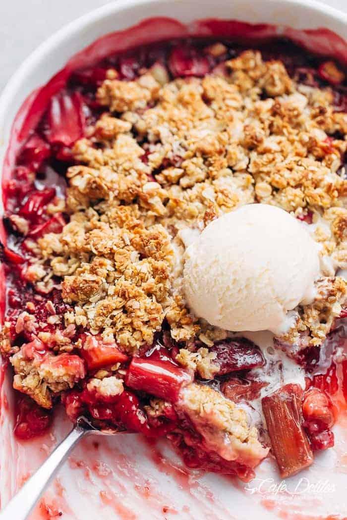 Strawberry Rhubarb Crisp (Crumble) - Cafe Delites