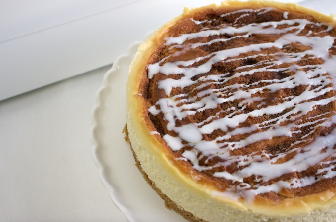 Cinnamon roll cheesecake close up