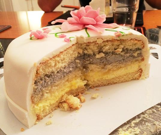 Eaten cake - halväten tårta!