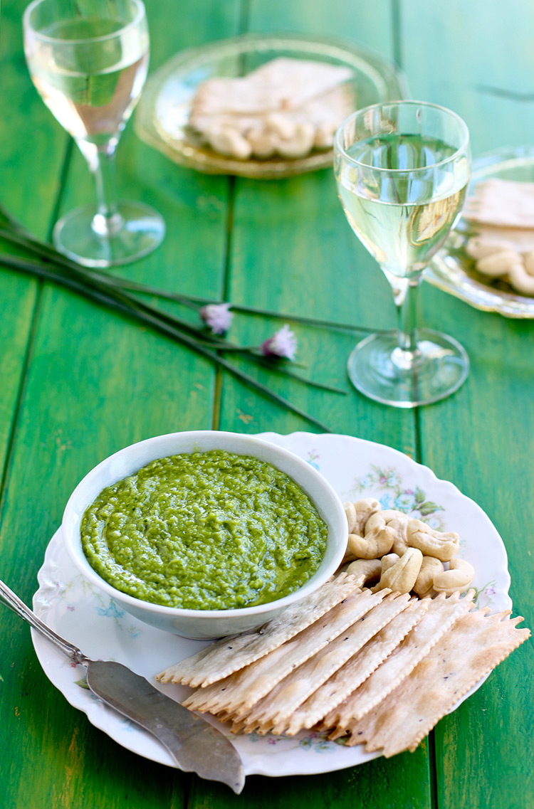 Cashew-Chive-Pesto