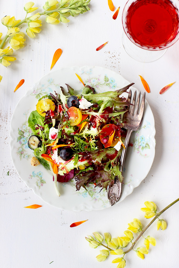 Fresh herb and edible flower salad with hibiscus champagne herb salad with hibiscus vinaigrette izmirmasajfo