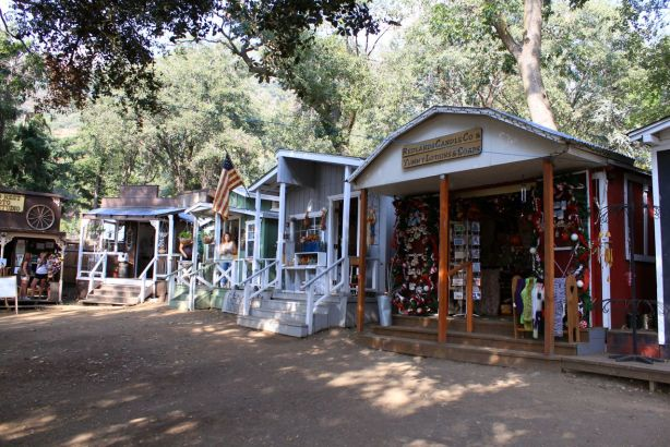 Cottage shops at oak glen