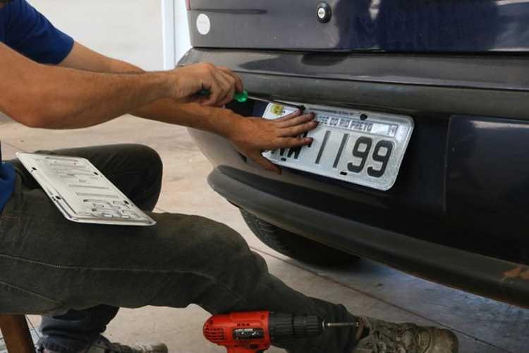 Rodar sem placa é permitido? (Foto: Divulgação Detran)