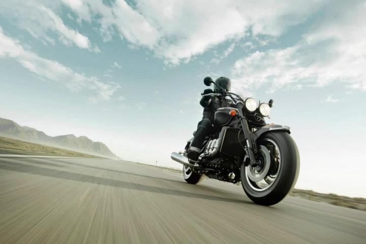 2013_triumph_rocket_3_roadster_ride2