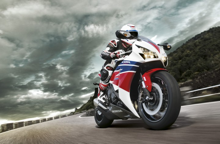 EICMA: Honda updates standard Fireblade, introduces track-oriented version