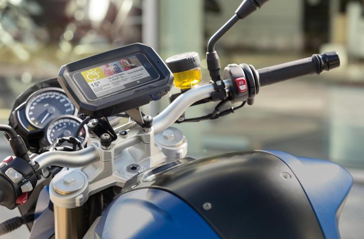 BMW builds … a smartphone cradle?