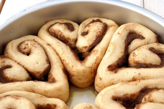 heart rolls cinnamon rolls Valentine's Day