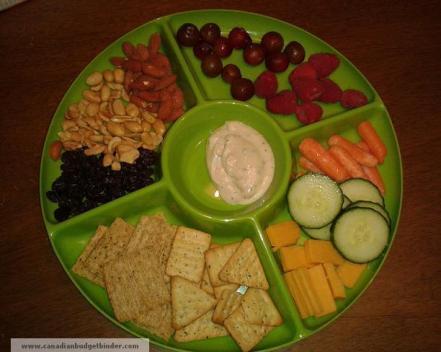 picky-eater-fruit-cheese-cracker-platter