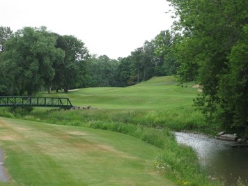 Nice land -- the second at Oshawa G&CC demonstrates how great land improves a design.