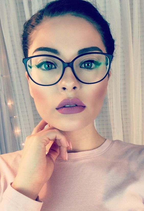how to look sexy in glasses