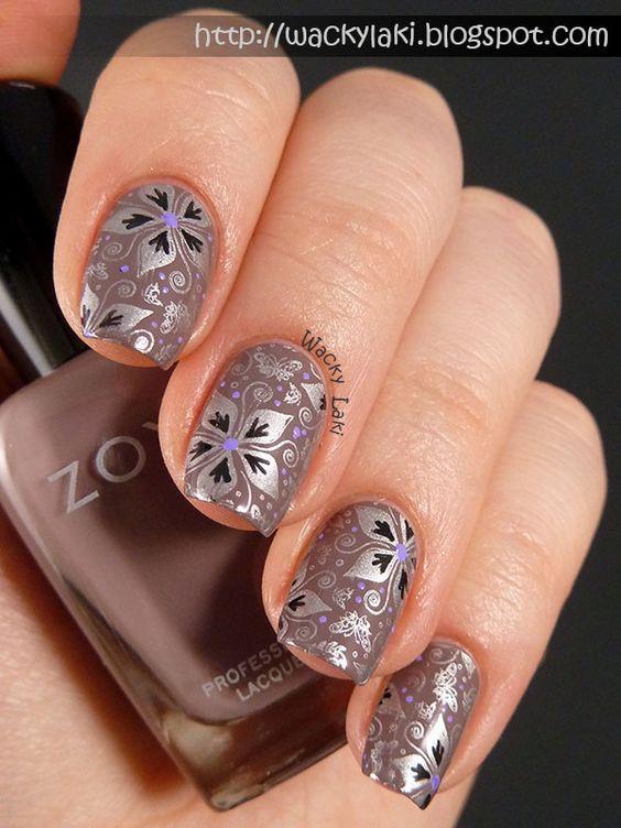 Decoración de uñas con esmalte