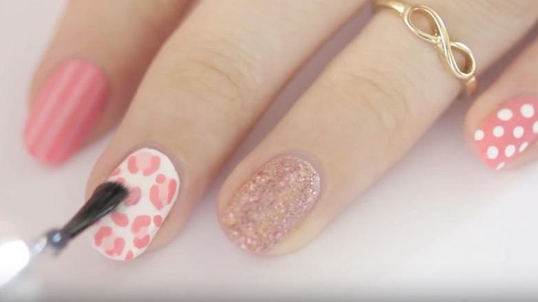 imagenes de decoración de uñas en rosa