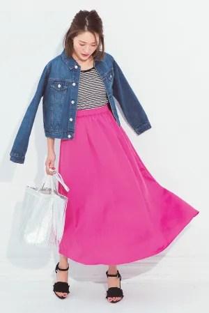 鮮やかピンクはデニムジャケットで糖度オフ!