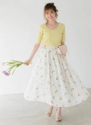 華やかに咲かせた小花の刺しゅうに、乙女心がキュンキュン加速♡