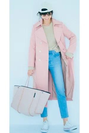 Ayami loves powdery colorふわふわの綿あめみたいなきれい色はウォッシュのきいたデニムでボーイッシュにはずす『乙女心を刺激するふんわり甘いきれい色。かわいく着るのは気分じゃないから、カジュアルデニムと合わせて自分らしく。きれい色とデニムを淡いトーンで合わせて、なじませるようにコーディネートすると大人っぽく洗練された抜け感が生まれる。素材が重くなる冬にこそ効く、おしゃれな存在感を引き出す配色ルール!』