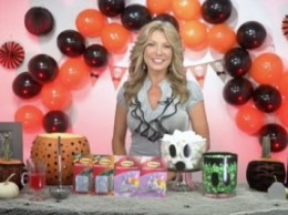 Designer and TV personality, Jennifer Farrell joined Candace Rose to dish her favorite Halloween party DIY decor tips!