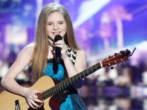 """Watch America's Got Talent Season 11 Episode 9, Judge Cuts, Night Two Videos: See 12 year old Kadie Lynn of Kemp, Texas perform Miranda Lambert's hit song """"Mama's Broken Heart"""" for the judges and her idol Reba McEntire on the Wednesday, July 13, 2016 episode of AGT! They all loved her, especially Simon Cowell who said even though there are seven spots available, he is going to fight for her. If you're a country music fan, you're going to love her rendition of this great song by Ms. Miranda."""