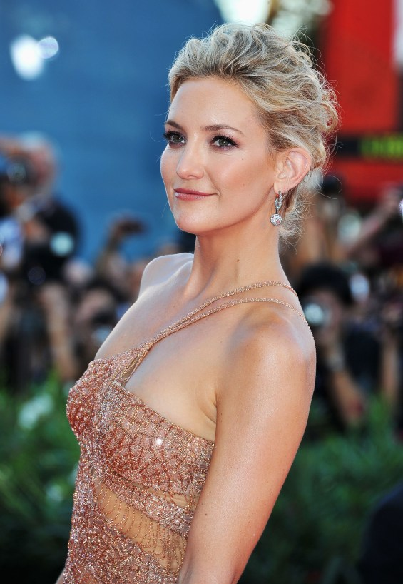 6 707x1024 Celebrity Images: Actress Kate Hudson is Gorgeous in Atelier Versace Gown & Faberge Jewelry
