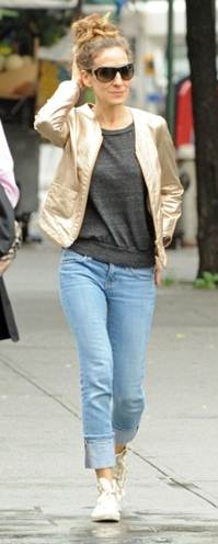 messagepart 15 Celeb Fashion Find: Actress Sarah Jessica Parker in Gold Metallic Blazer