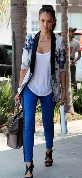 messagepart5 Celeb Fashion Find: Actress Jessica Alba Arrives at Beauty Salon in Floral Print Blazer