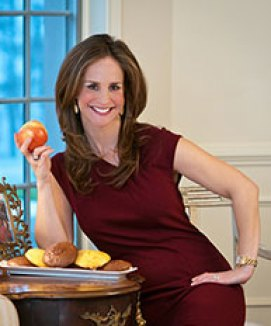 lyssaLeaningOnATableNarrow1 Interview:  Satisfy Your Cravings & Lose Weight with Registered Dietitian Lyssa Weiss