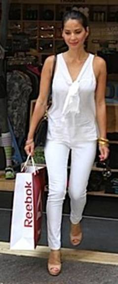 messagepart 13 Celeb Fashion Find: Actress Olivia Munns White Bow Top!