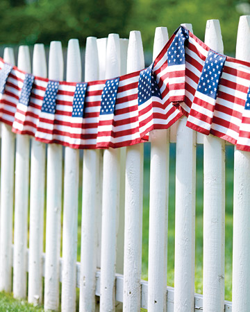 mld104375 0709 fence exp1 xl Last Minute DIY Red, White and Blue Labor Day Decor Ideas!