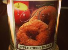 kringle-apple-cider-donut-scented-candle-1