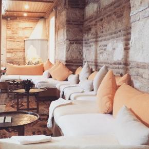 Lounge area inside Kilic Ali Pasa Hamam