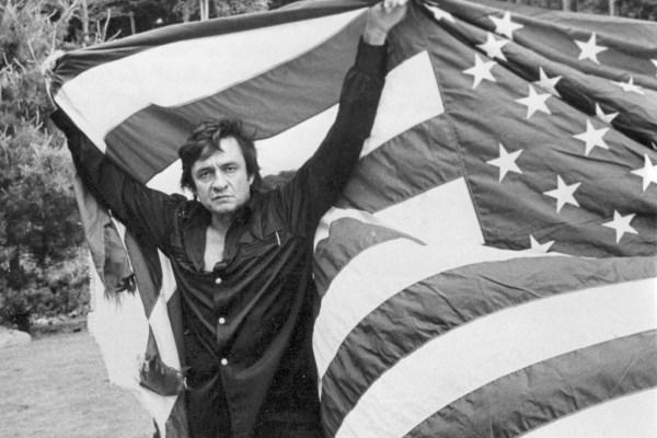 CIBASS Johnny Cash envuelto en la bandera de EEUU