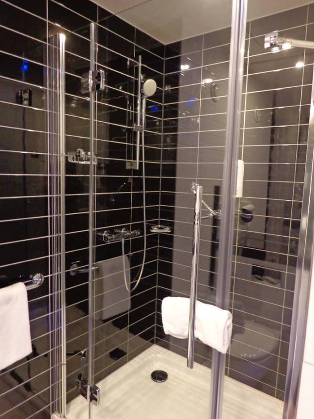 Holiday Inn Dresden banheiro1