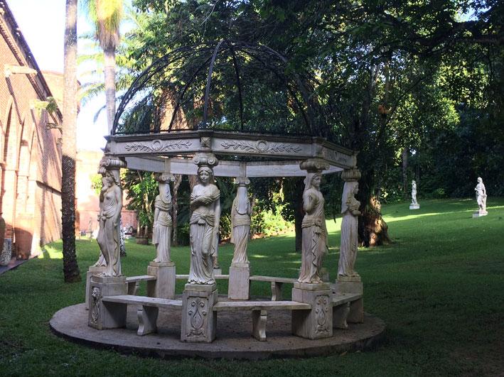 Instituto-Ricardo-Brennand-jardim-interno