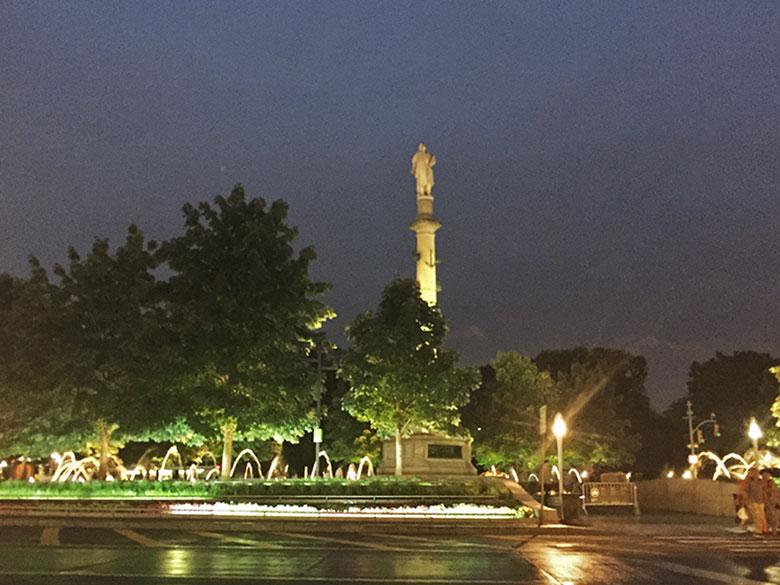 Columbus Circle à noite